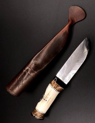Jagdmesser aus Federdamast mit Griff aus Geweih