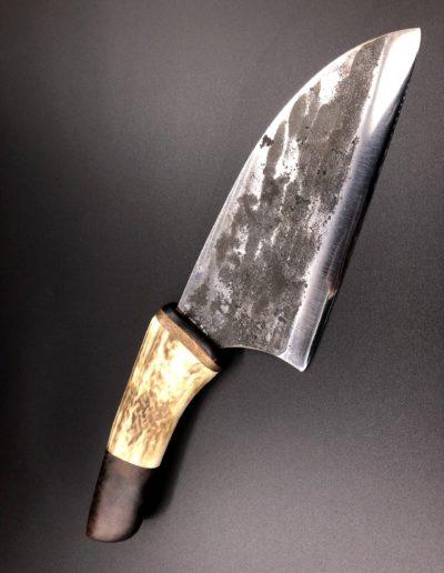 Großes Küchenmesser aus Meißelstahl