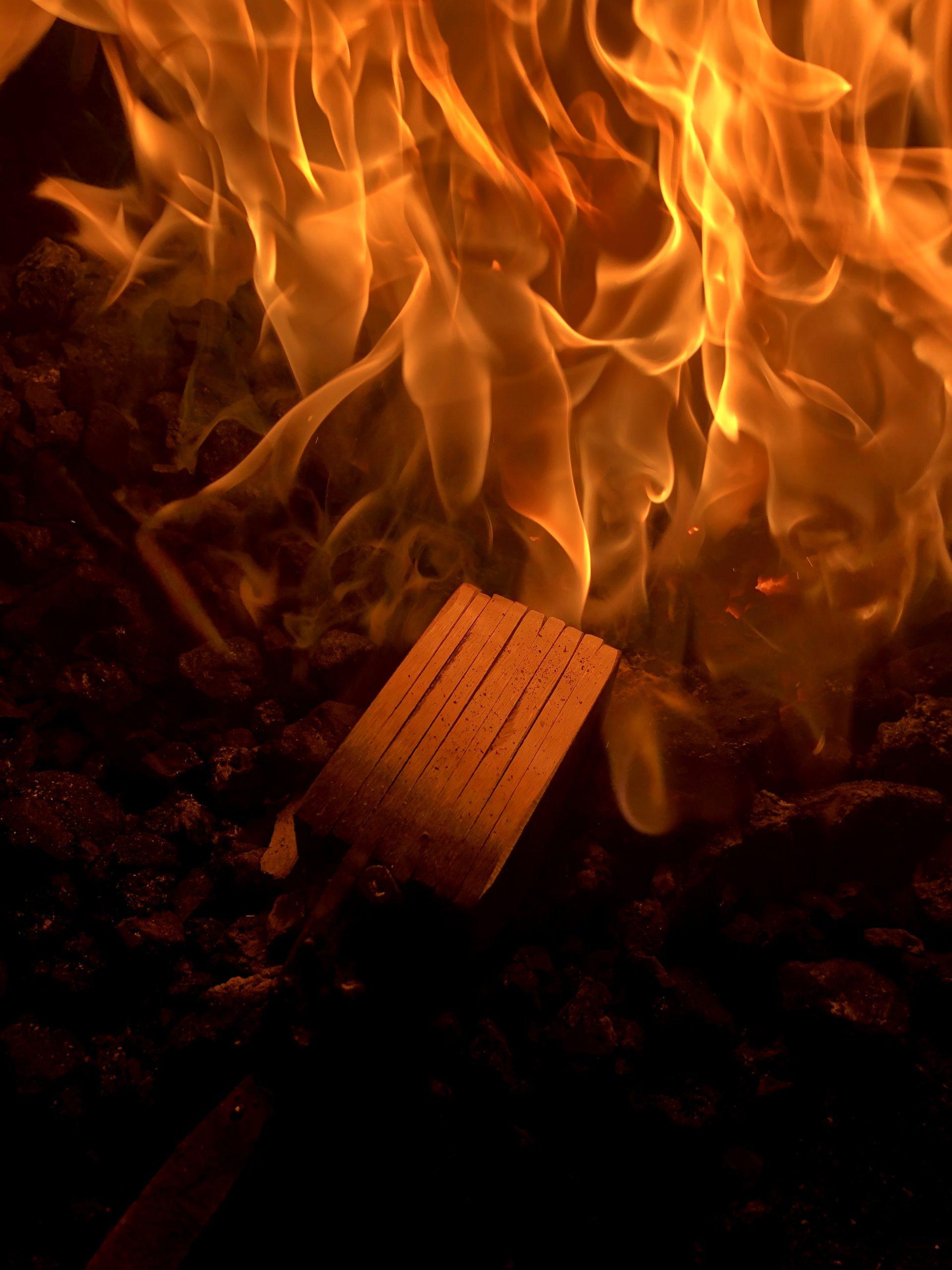 Schmiedefeuer beim Damastschmieden